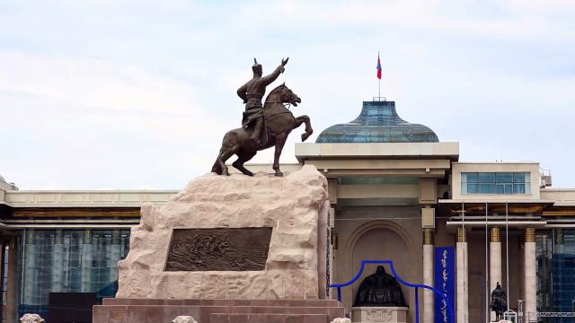 sukhbaatar-square